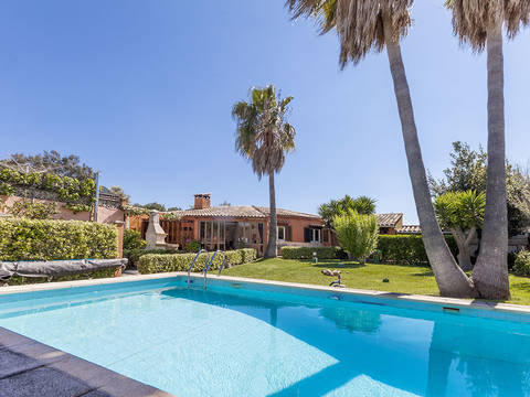 POL40075 Attractive semi-detached villa for sale in a quiet location near Pollensa and the golf course