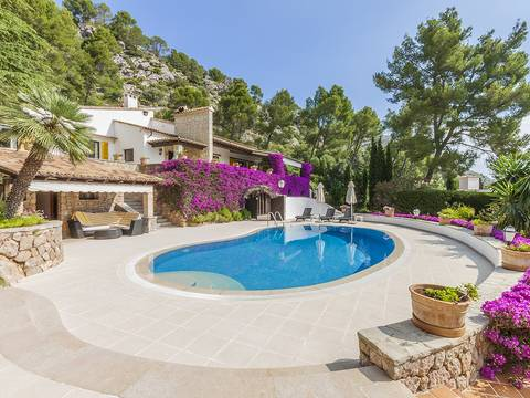 POL40155POL5 Breathtaking villa for sale in Pollensa with separate guest house