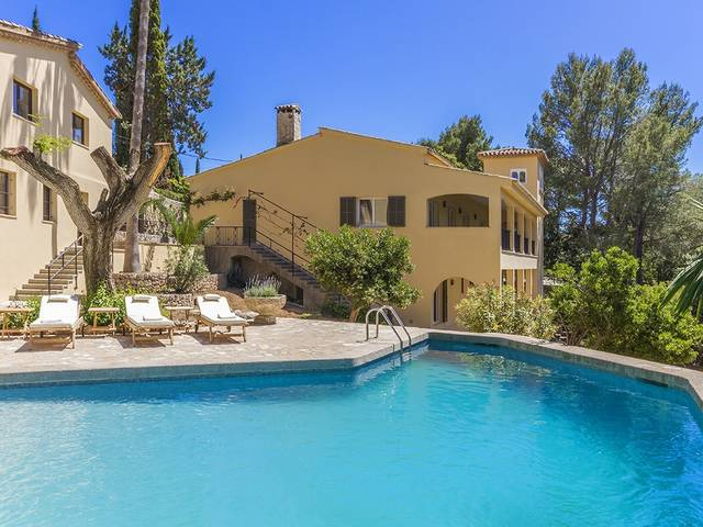 Spacious villa, reformed to a high standard, in a private and tranquil location near Pollensa