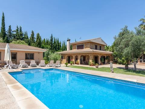 POL40222POL5 Stone-clad villa with separate BBQ house and holiday rental license for sale near Pollensa