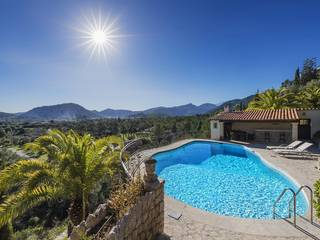 Majestic villa with pool and breathtaking views in an exclusive location near Pollensa
