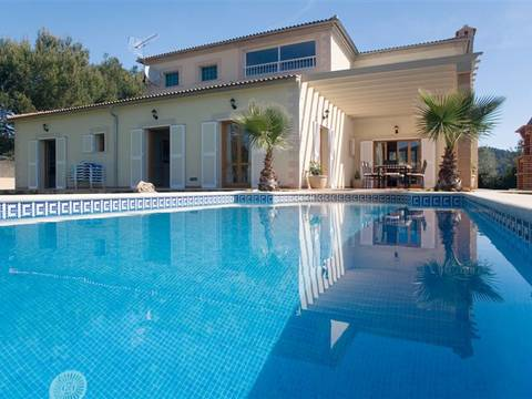 POL40258 Fantastic villa offering 5 bedrooms and a rental license for holiday lets in Pollensa