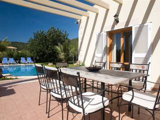 Fantastic villa offering 5 bedrooms and a rental license for holiday lets in Pollensa