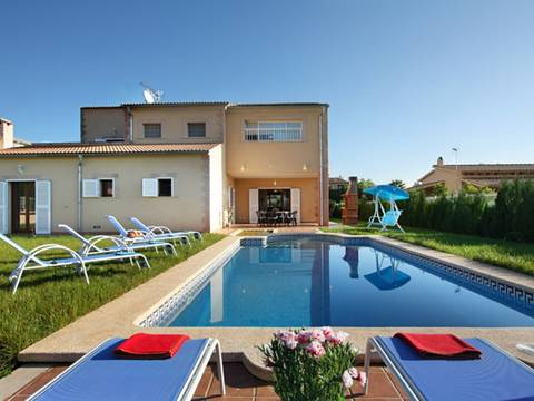 POL40260 Modern villa with 4 bedrooms and a rental license for holiday lets, with delightful mountain views