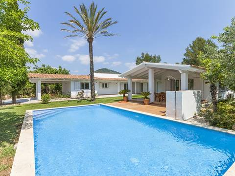 POL40305 Newly refurbished villa with beautiful mountain views near Pollensa