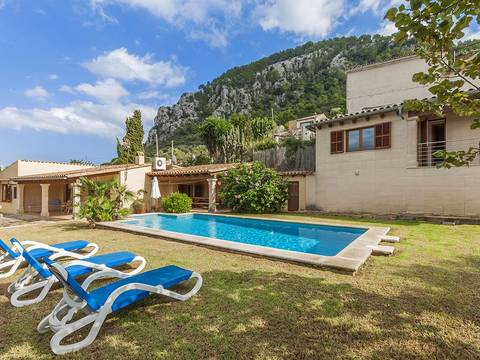 POL40332 Traditional villa with coveted ETV tourist rental license for sale in Pollensa