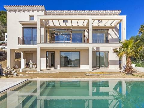 POL40335 Superb investment: Elegant villa with pool and great views in an up-market area near Pollensa