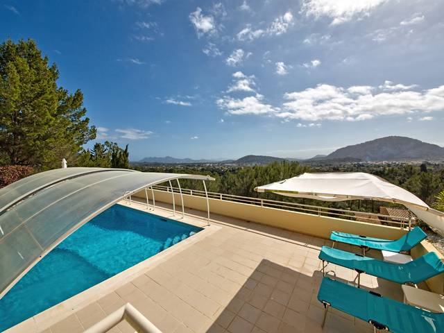 Luxury hillside villa with fantastic sea views in a prestigious area of Pollensa