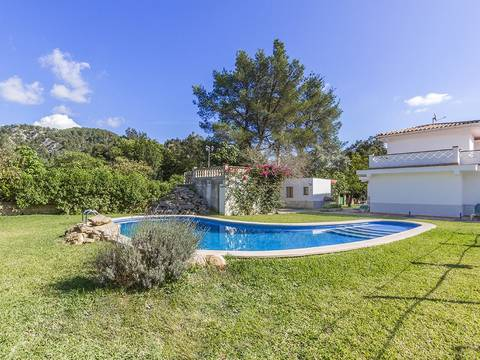 POL40477 Spacious family villa with private pool in a quiet residential area close to Pollensa