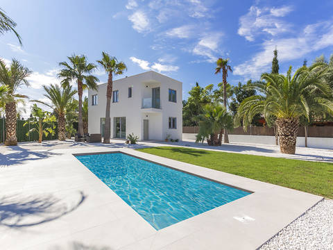 POL40525 Brand new villa with pool, built to a high standard close to Pollensa