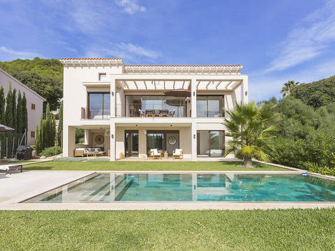 POL40574 Fabulous villa with pool in a desirable residential area near Pollensa