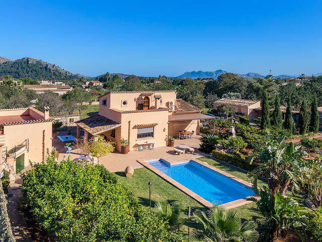 Fantastic country villa with holiday rental license and pool in Pollensa