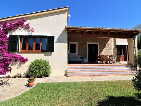 POL40597ETV Charming villa with rental license and a beautiful garden in a residential area near Pollensa