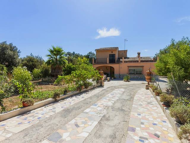 Villa with renovation, extension and investment potential in Crestatx, Pollensa