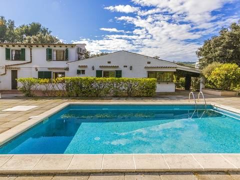 POL4390 Villa on a lot of land with heated pool and additional plots in a quiet area near Pollensa