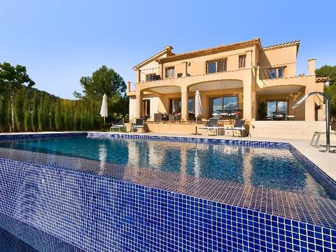 POL4462_AVISTA Perfect investment property: Luxury villa with rental license near Pollensa golf course