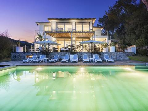 POL4462TOPSOL Modern villa for sale in Mallorca north with stunning views and holiday rental license
