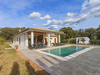 Recently finished, spacious villa in quiet residential location not far from Pollensa town