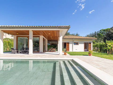 POL4670RM Recently finished, spacious villa in quiet residential location not far from Pollensa town