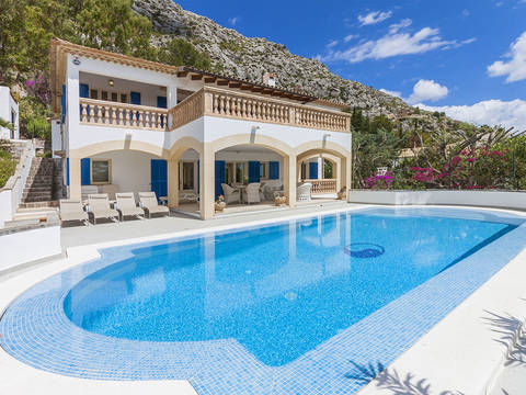 POL4961 Charming villa with stunning views in an exclusive location near Pollensa