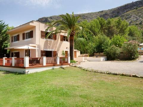 POL5119ALC5 Urgent sale: Lovely country house for sale in Alcudia with private pool, peaceful location