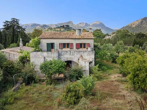 POL52403 Finca with renovation potential just a short walk from Pollensa old town