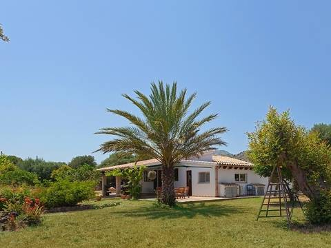 POL5248 Captivating country house for sale with privacy in between Pollensa and the Port