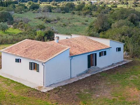 POL52523POL4 Opportunity to add personal touches to a countryside home near Pollensa