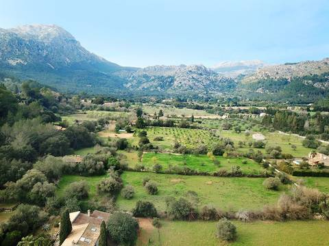 POL52533 Mallorcan finca in need of renovation in the Vall d''en March, Pollensa