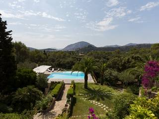 Large country estate with beautiful gardens and 4 houses in a superb location, Pollensa