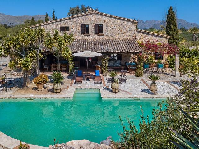 Lovingly refurbished Mallorcan finca in the countryside near Pollensa