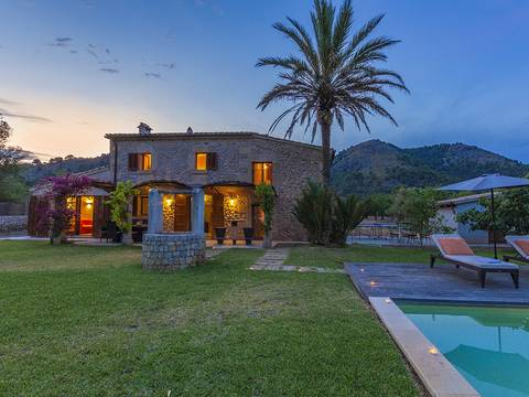 POL5528RMETV Gorgeous, stone-clad country house in an enchanting valley near Pollensa town