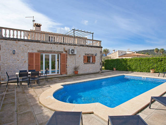 Natural stone-faced country house with pool for sale in the lovely countryside near Pollensa
