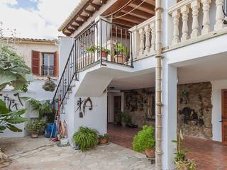 Country house located just on the outskirts of Pollença wthin easy walking distance to the town