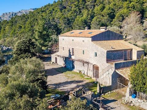 POL5796 Stunning Mallorcan country property located in the mountains near Pollensa
