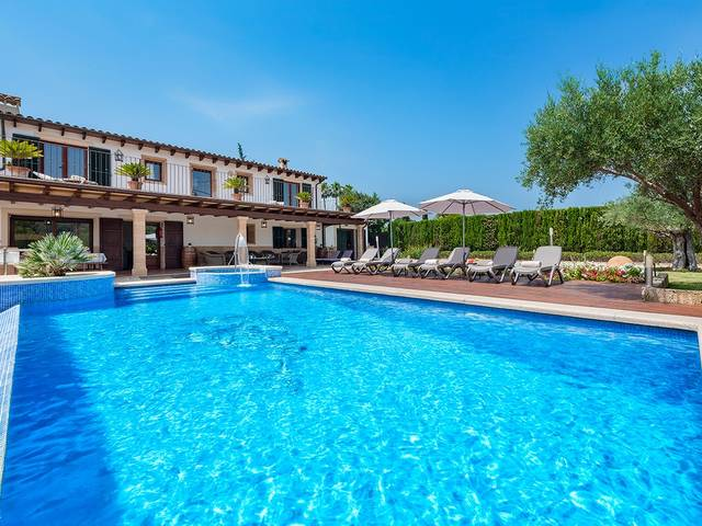 Wonderful Mallorcan country home for sale in Pollensa with private pool and rental license