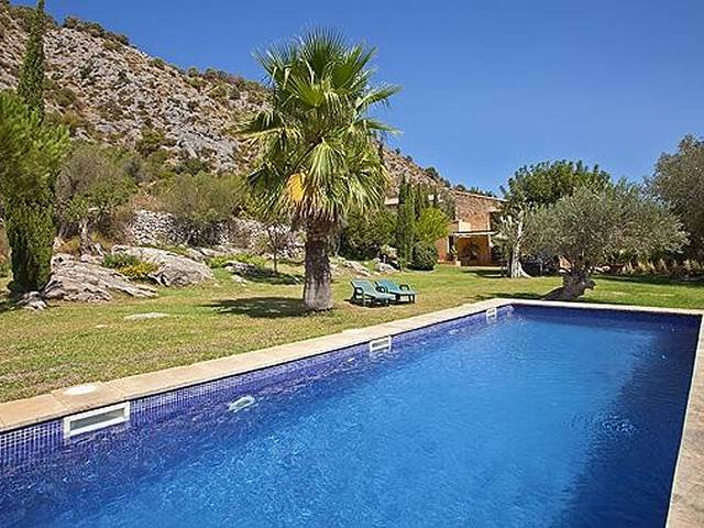 Wonderful country home for sale in Pollensa with lovely mountain views