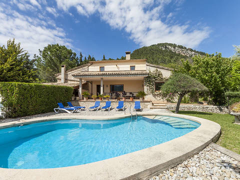 POL5876ETV Country property with loads of charm in a tranquil and beautiful valley close to Pollensa town