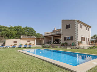 Lovely country house with pool and well looked after garden between Pollença and Alcudia