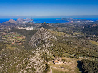Traditional Mallorcan finca in need of reform near Pollensa