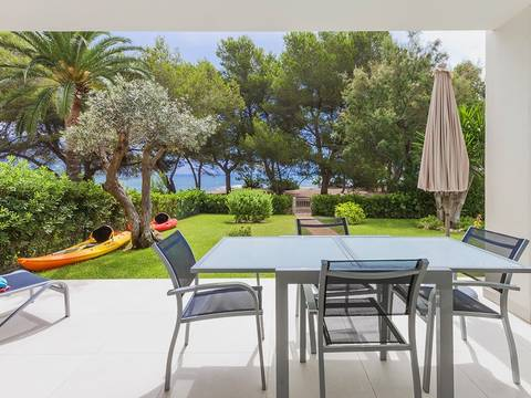 PORTVERD11436 Modern frontline apartment with direct access to the sea located on the east coast