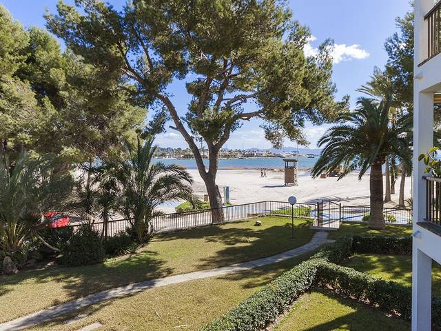 Beachfront apartment with a lot of potential in Puerto Alcudia