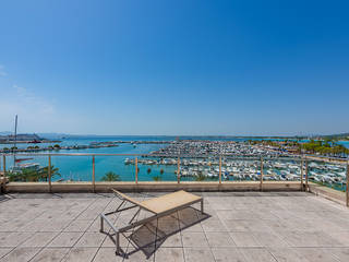 Front line apartment with clear views of the marina in Puerto Alcudia