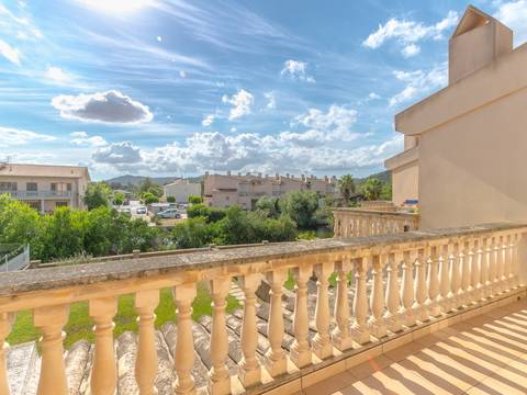 PTA20090ALC2 Bright and sunny property located very close to the gorgeous Alcudia Beach.