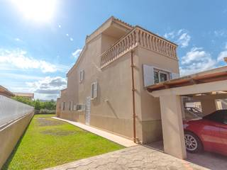 Bright and sunny property located very close to the gorgeous Alcudia Beach.