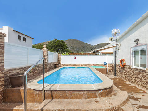 PTA40325ALC1 Lovely villa with holiday rental license and swimming pool in Puerto Alcúdia
