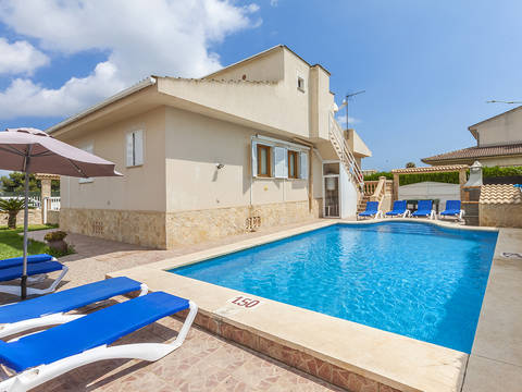 PTA40326ALC1 Lovely villa with tourist rental license, pool and garage, close to the beach in Puerto Alcúdia