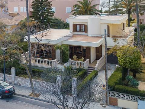 PTA40386ALC4 Villa with the possibility to build a pool a few metres from the beach in Puerto Alcúdia