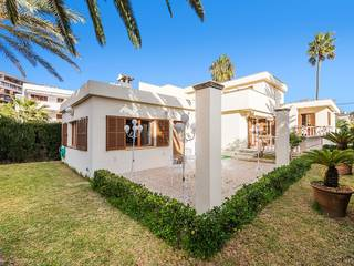 Villa with the possibility to build a pool a few metres from the beach in Puerto Alcúdia
