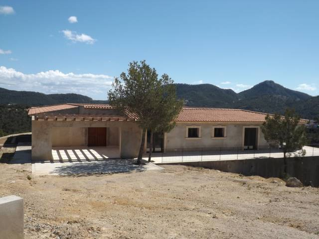 Stunning Villa for sale to be finished with great privacy in